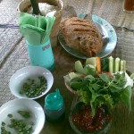 makan siang kami...gurame goreng garing...hm