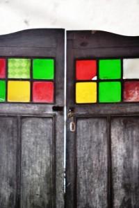 pintu pembatas antar ruangan