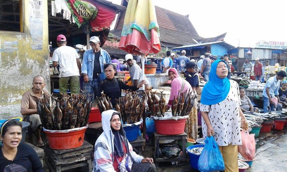 penjual ikan asar dan ikan segar